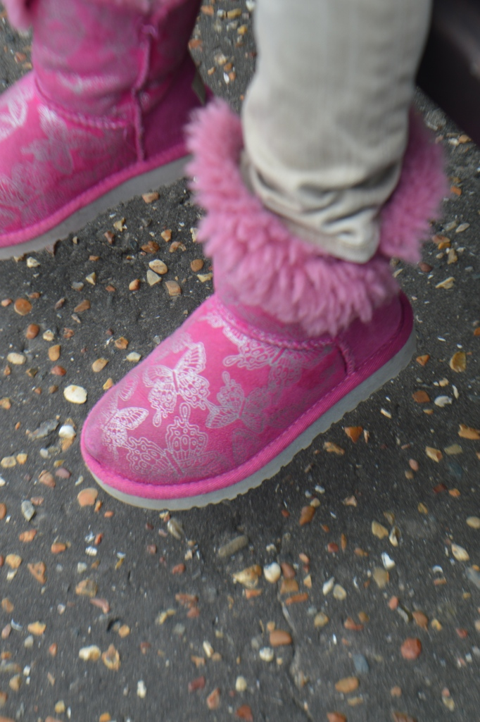 butterfly button Uggs