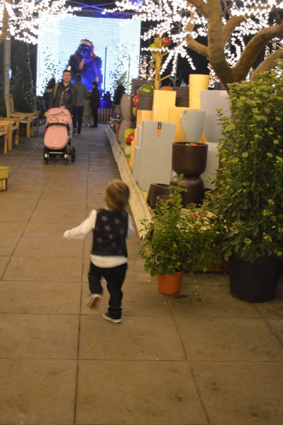 excited toddler, christmas, christmas lights, Barton Grange, dontcallmestepmummy, blended family