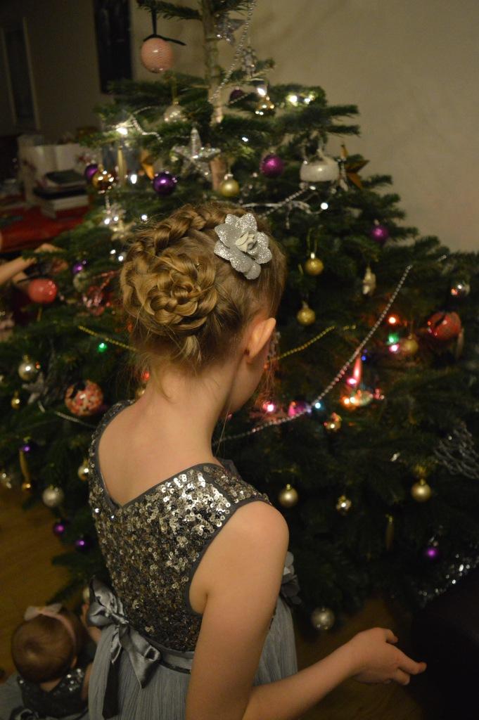 dutch flower braid, cute girls hairstyles, braids, braids for girls, christmas, christmas tree, dontcallmestepmummy, blended family