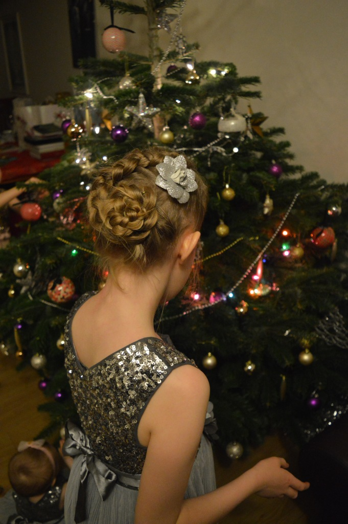dutch flower braid, cute girls hairstyles, braids, braids for girls, christmas, christmas tree, dontcallmestepmummy, blended family