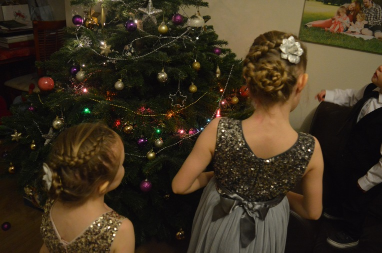 dutch flower braid, cute girls hairstyles, braids, braids for girls, christmas, christmas tree, dontcallmestepmummy, blended family, siblings, sisters