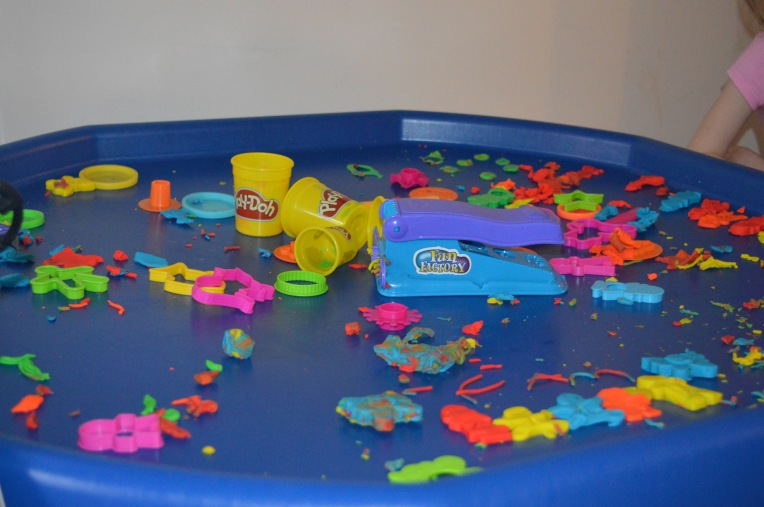 living arrows, play-doh, tuff spot, messy children, dontcallmestepmummy, mummy blog, blended family