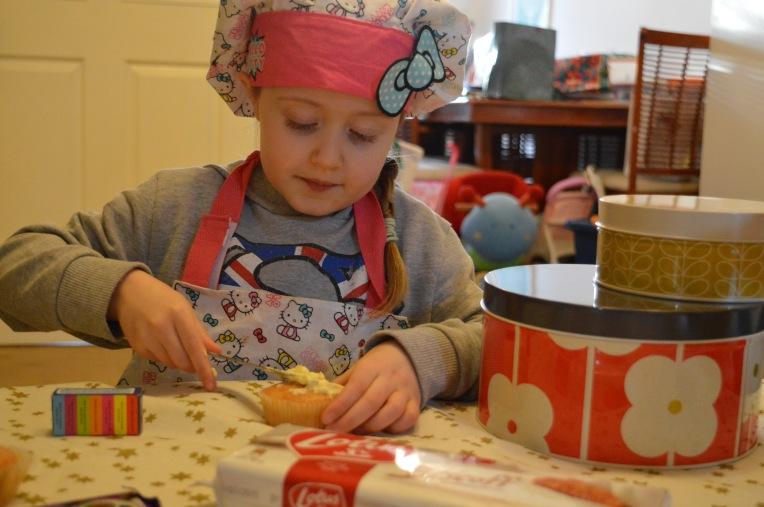 living arrows, shutterflies, dontcallmestepmummy, blended family, mummy blog, snap happy mum, mamarazzi, children baking, decorating cupcakes