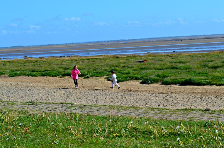 windy picnic, seaside, beach, dontcallmestepmummy, blended family, parent blogger, big family, toddler with chocolate, toddler picnic, toddler life, playing on the beach